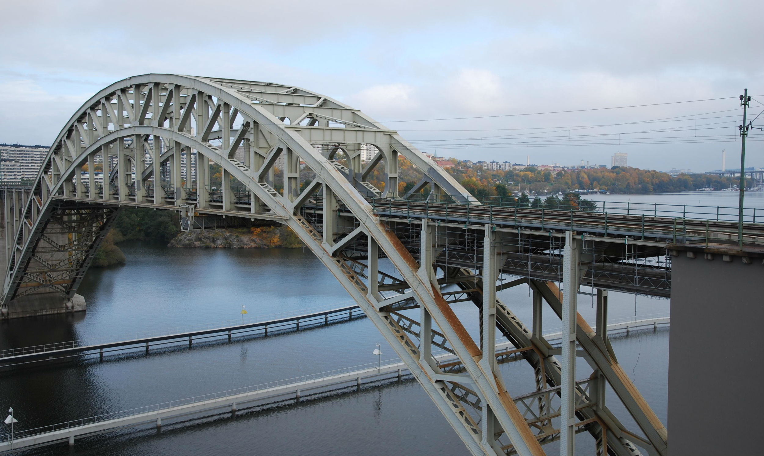 Constrained Layer Damping on old steel bridge